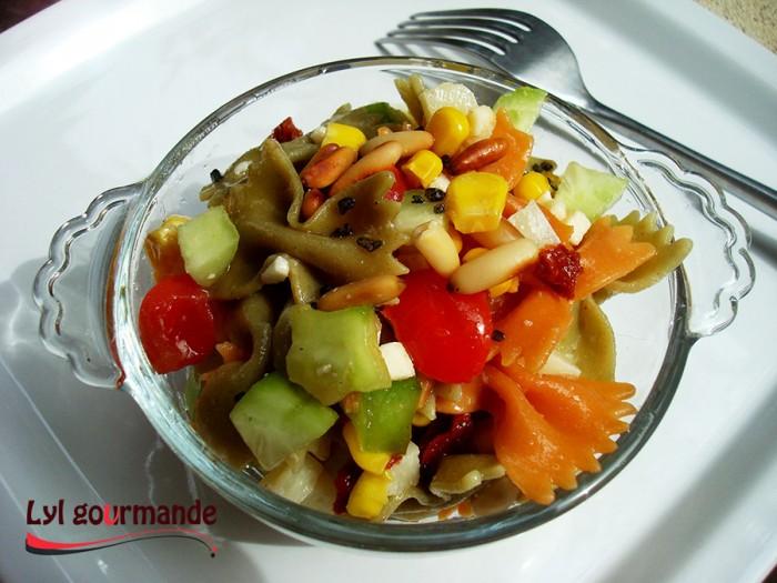 Salade de pâtes aux tomates confites et pecorino